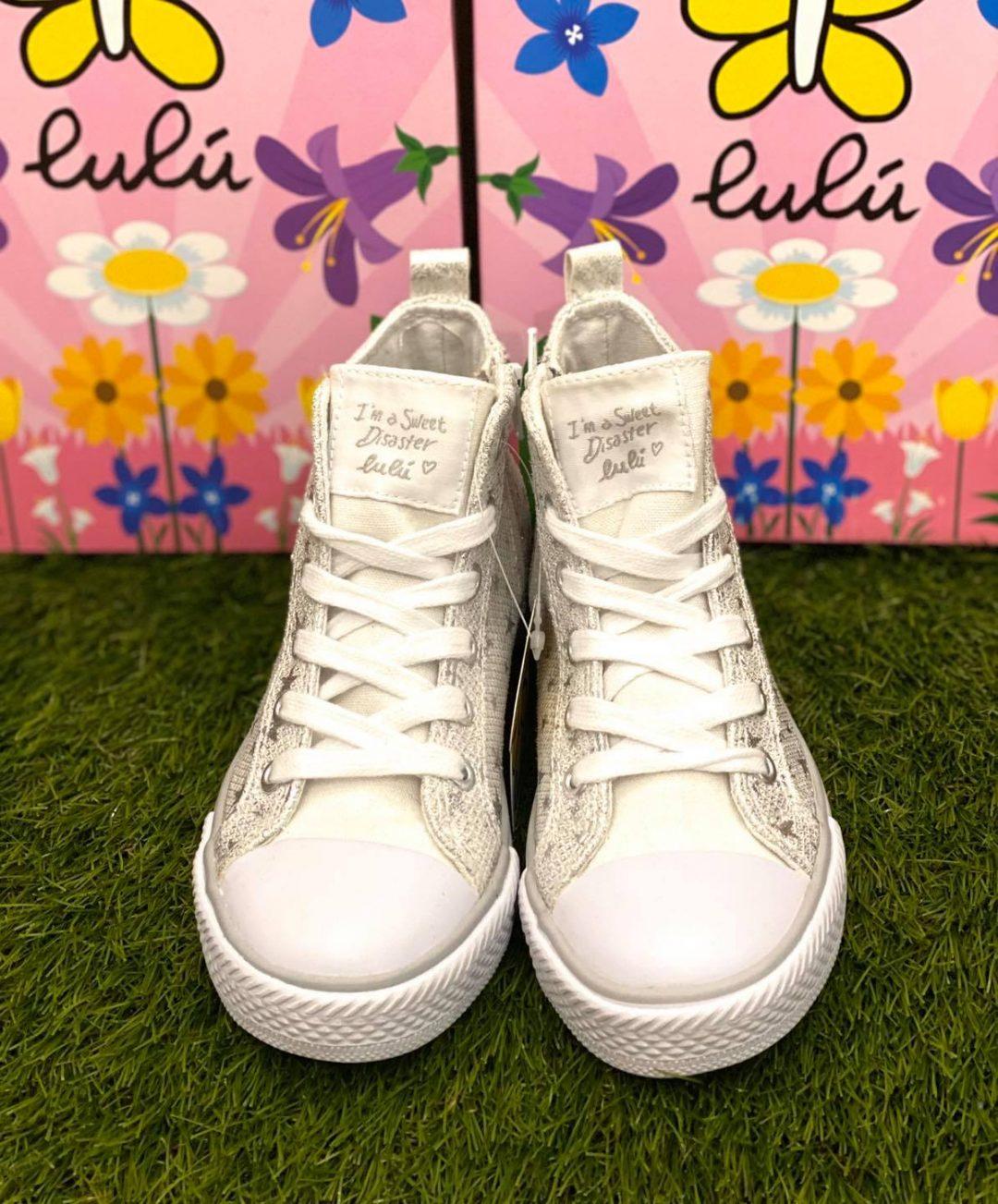 Lulu bambina bianco